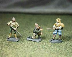 Artillery crew (pointing)